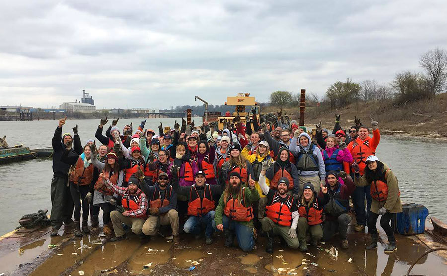 Mike, volunteers, the Living Lands & Waters crew clean up the Mississippi River