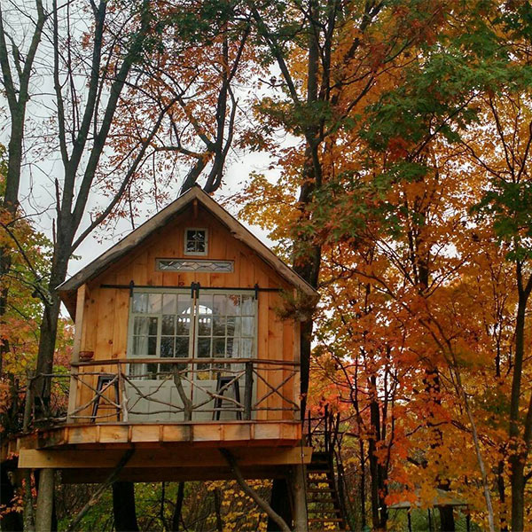 whispering woods treehouse